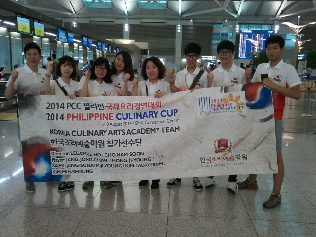Korean participants pose in Incheon International Airport before leaving for the Philippine Culinary Cup in Manila on Aug. 3.