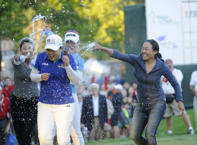 Korea's Park In-bee is doused with water after she won the LPGA Championship on Sunday. (AP-Yonhap)