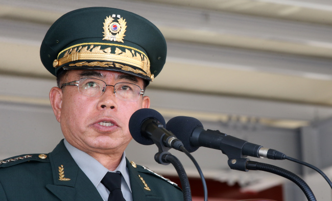Army chief Gen. Kim Yo-hwan vows to root out violence at barracks. (Yonhap)