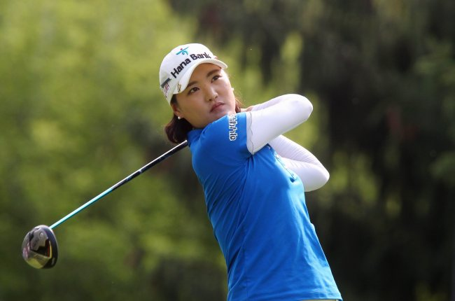 Ryu So-yeon watches her tee shot on the 14th hole at the Canadian Pacific Women's Open golf tournament in London, Canada, Thursday. (AP-Yonhap)