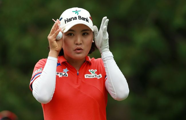 Korea's Ryu So-yeon gestures while waiting to tee off on the eighth hole on Saturday. (AFP-Yonhap)