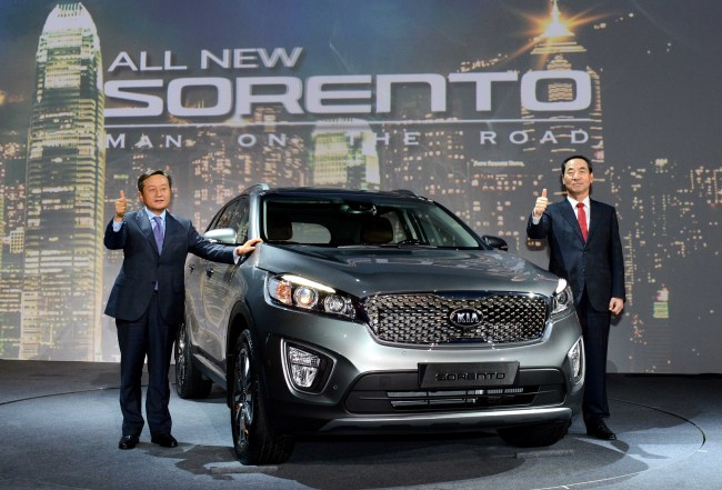 Kia Motors president Lee Sam-ung (left) and Kim Chang-sik, executive vice president of the domestic sales division, pose with the All-New Sorento at a launch event held in Seoul on Thursday. (Kia Motors)