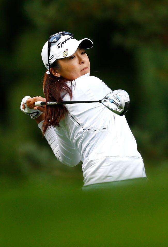 Hur Mi-jung tees off during the LPGA Portland Classic on Saturday. (AFP-Yonhap)