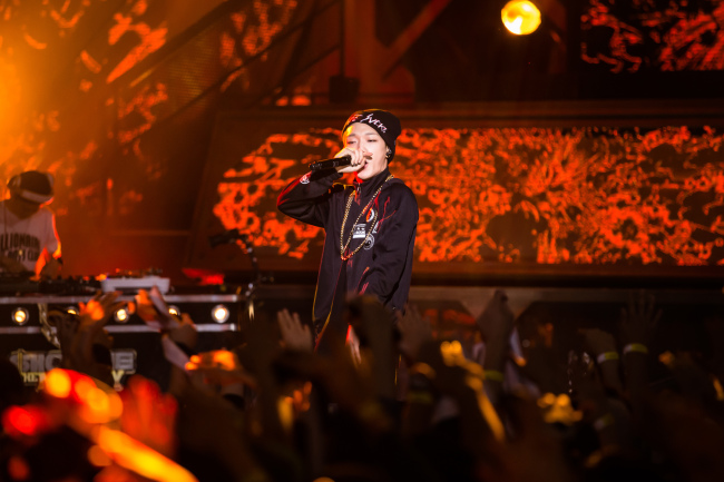 "Bobby performs on Mnet rap survival program ""Show Me the Money."" (Park Hae-mook/The Korea Herald)"