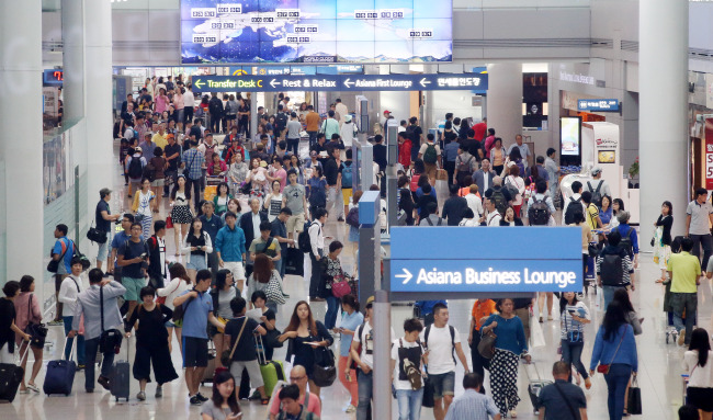 The departure terminal of Incheon International Airport is crowded with travellers on Thursday. About 900,000 people are expected to leave the country during the five-day Chuseok holiday. (Yonhap)