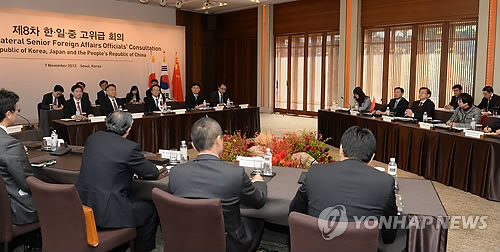 A three-way meeting of senior Foreign Ministry officials among Korea, China and Japan in Seoul in November (Yonhap)