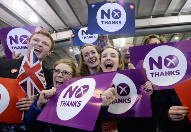 """""""No"""" supporters celebrate their win over the """"Yes"""" campaign at the Royal Highland center during the Scottish referendum in Edinburgh, Scotland, Friday. (EPA-Yonhap)"""