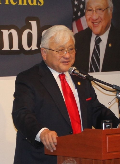 Mike Honda, a member of the U.S. House of Representatives, delivers a speech at a fund-raising event hosted by Korean-American groups in Los Angeles in January. (Yonhap)