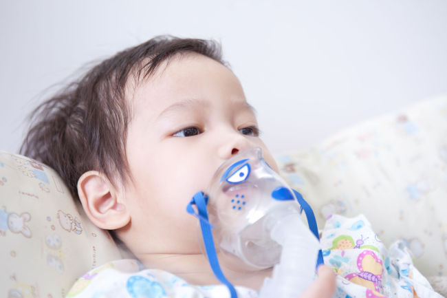 Enterovirus D68 typically causes flu-like symptoms, but in some cases it can cause wheezing and breathing problems that may require hospitalization. (123RF)