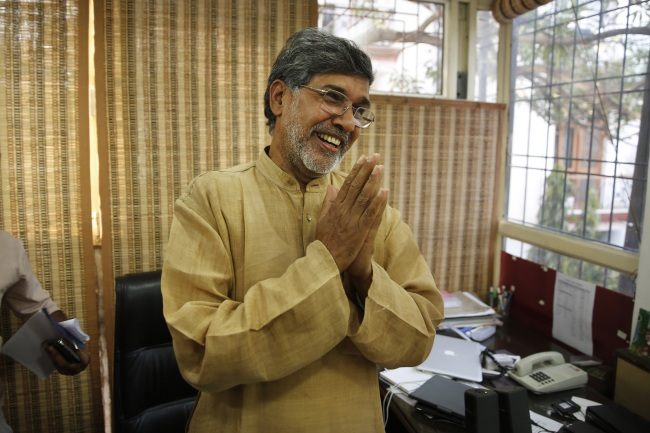 Indian children's rights activist Kailash Satyarthi gestures as he addresses the media at his office in New Delhi on Friday. (AP-Yonhap)