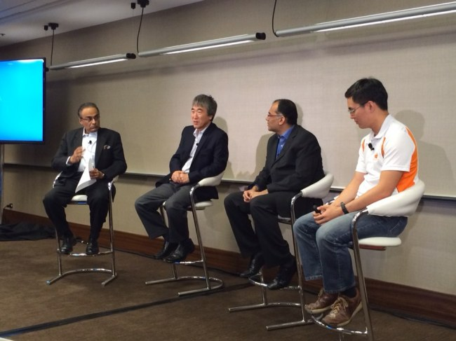 Jung Gi-ryong (second from left), the vice mayor of Busan, talks in a panel discussion at the Internet of Things World Forum in Chicago on Wednesday. (Kim Bo-young)