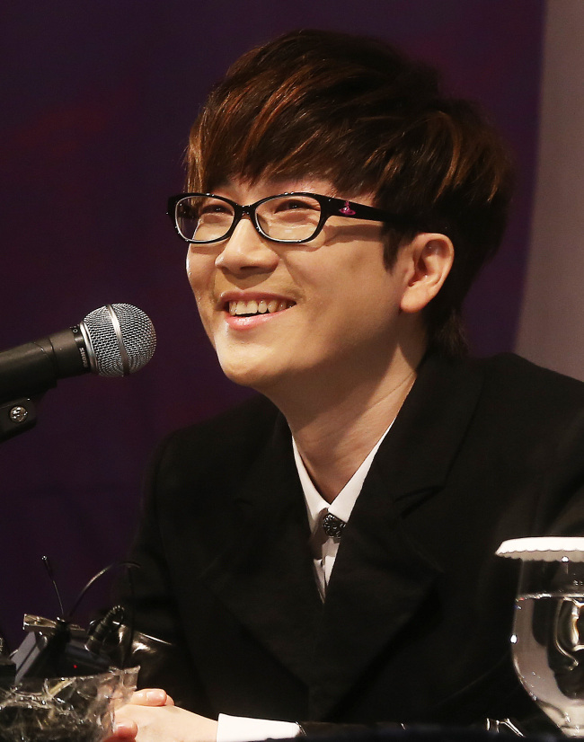 "Seo Taiji speaks at a press conference on the release of his ninth album, ""Quiet Night,"" in Seoul, on Monday. (Yonhap)"