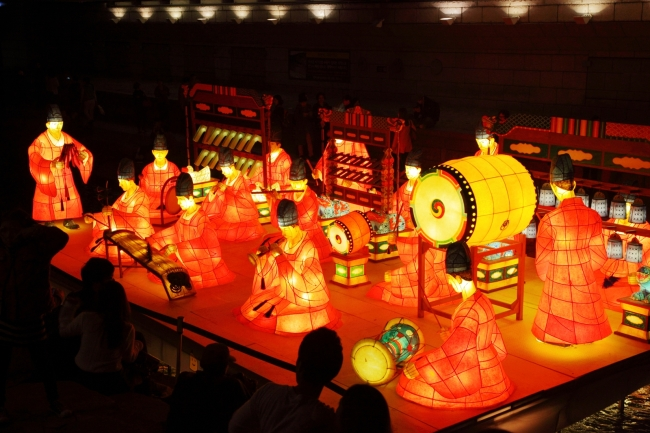 Lanterns depicting traditional Korean culture are on display during the 2013 Seoul Lantern Festival. (Seoul Lantern Festival)