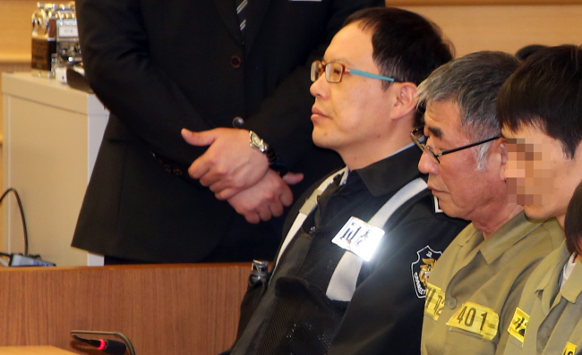 Sewol ferry captain Lee Joon-seok (center) attends trial along with the 14 of the sunken ferry's crew at the Gwangju District Court on Tuesday. The court rejected the murder charge brought against Lee and sentenced him to a 36-year prison term in place of the death penalty demanded by the prosecution. (Yonhap)