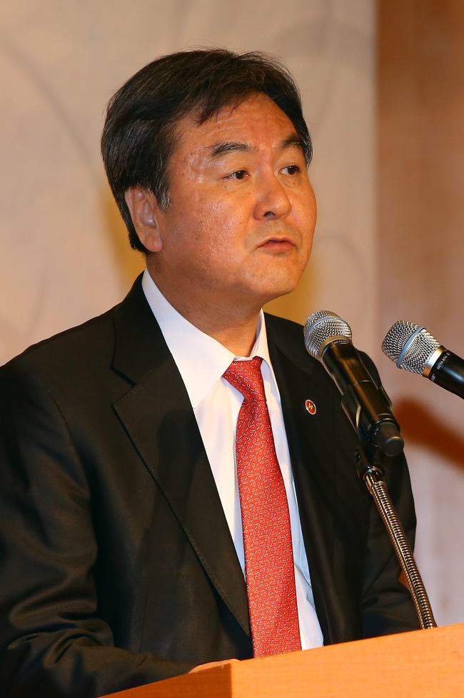 Shin Je-yoon, chairman of the Financial Services Commission
