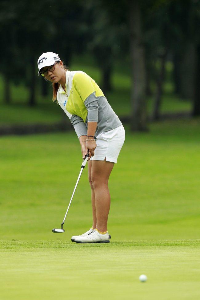 epa04490094 Lydia Ko of New Zealand competes during the second round of the Lorena Ochoa Invitational Golf Tournament at the Golf Mexico club in Mexico City, Mexico, 14 November 2014. EPA/JOSE MENDEZLydia Ko. (EPA-Yonhap)