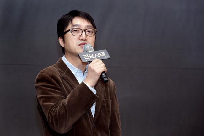 "Daum Games CEO Sean Hong introduces ""Black Desert"" at a media event in Seoul on Tuesday. (Daum Games)"