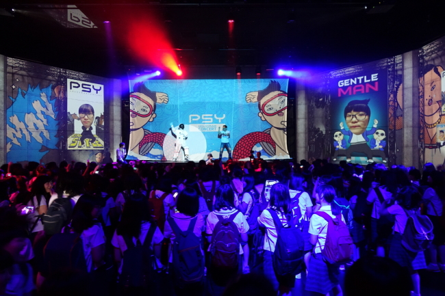 K-pop lovers attend a Psy hologram concert at Klive Hall in the Lotte Fitin Mall in Dongdaemun, Seoul. (Klive)