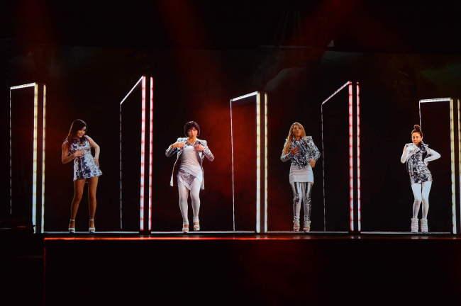 A still shot of K-pop girl group 2NE1 holograms (Klive)