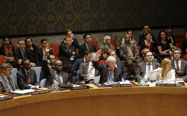 Members of the Security Council vote in favor of putting North Korea's human rights situation on the council's agenda during a meeting on Monday. (AP-Yonhap)