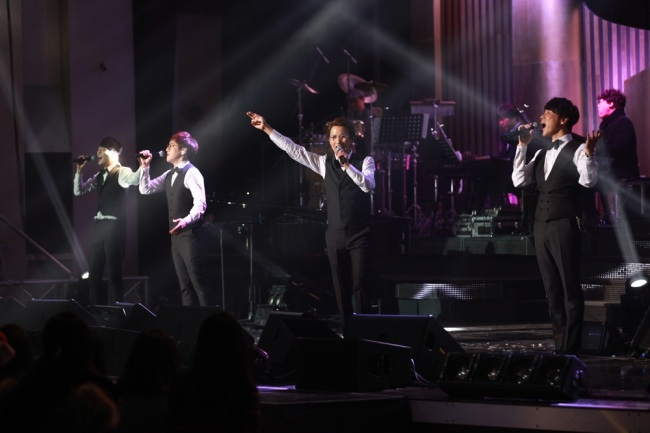"""Sweet Sorrow holds its year-end concert, """"Happy End,"""" at Welch-Ryang Auditorium at Ewha Womans University in Seoul on Saturday. (Music & New)"""