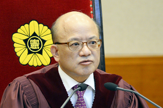Constitutional Court president Park Han-chul announces its ruling against the UPP on Friday. (Yonhap)