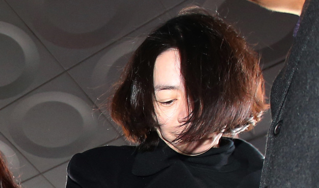 Korean Air heiress Cho Hyun-ah arrives at the Seoul District Central Court to attend an arrest warrant hearing on Tuesday. (Yonhap)