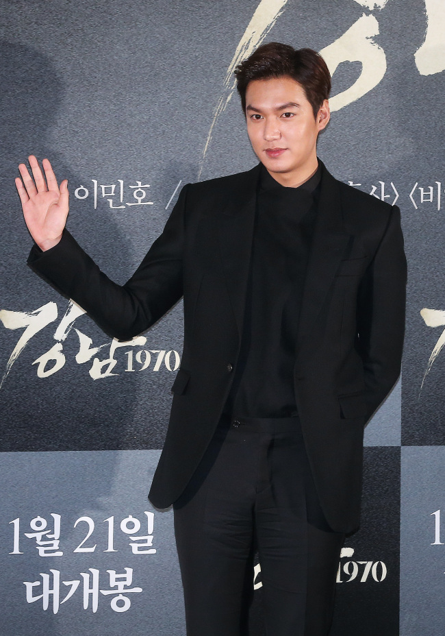 """Lee Min-ho poses at a news conference for his new film """"Gangnam 1970"""" in Seoul on Tuesday. (Yonhap)"""