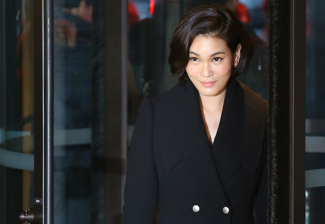 Lee Seo-hyun, president of Cheil Industries and younger sister of Jay-yong, enters Hotel Shilla. (Yonhap)