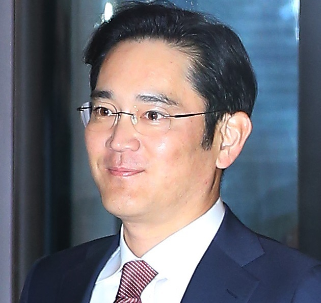 Samsung heir Lee Jay-yong arrives at Hotel Shilla to attend a meeting with top Samsung executives on Monday. (Yonhap)
