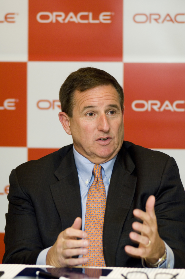 Oracle's joint chief executive Mark Hurd talks about the firm's strategy in the cloud computing market and about digital disruption at an interview with Korean reporters in Seoul last Thursday. (Oracle)
