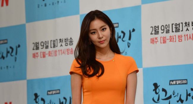 "Uee of girl group After School poses during a press conference for the new tvN miniseries ""Hogoo's Love"" in Seoul on Thursday. (Yoon Byung-chan/The Korea Herald)"