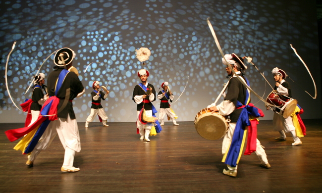 "The National Gugak Center's folk music group giving a ""pangut"" percussion performance (National Gugak Center)"