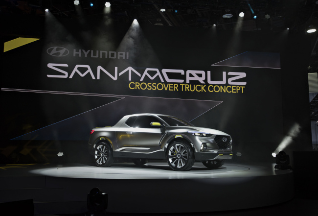 A Hyundai Motor Santa Cruz crossover truck concept vehicle is displayed during the 2015 Detroit motor show last month. (Bloomberg)