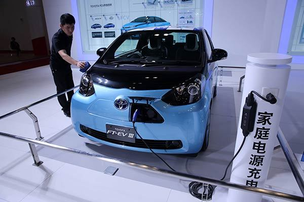 Homeowners can install private charging poles for new-energy cars, such as this one on display at the International Energy Conservation and Environmental Protection Exhibition in Beijing. The lack of charging poles has been a major obstacle to the development of new-energy vehicles in China. (China Daily)