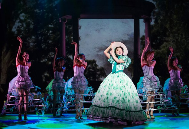 """Bada stars as Scarlett O'Hara in the ongoing production of the French musical """"Gone with the Wind."""" (Show Media Group)"""