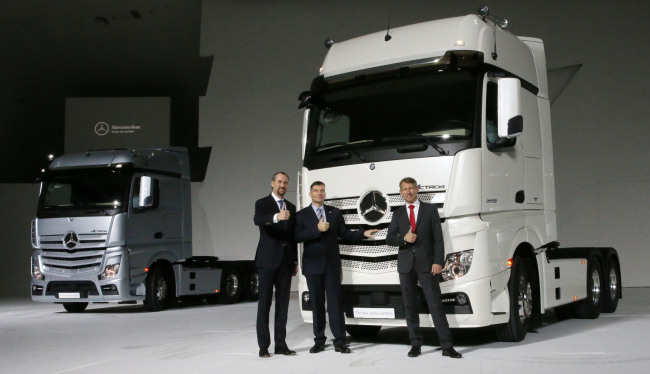 Daimler Trucks Korea CEO Rainer Gaertner (center) poses with other corporate executives during the launch event for the firm's new eco-friendly trucks at the Dongdaemun Design Plaza in Seoul on Thursday. (Daimler Trucks Korea)