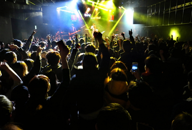 "Crowds fill Hongdae's Sangsang Madang concert hall at the first ""Live Club Day"" event on Friday. (Yonhap)"