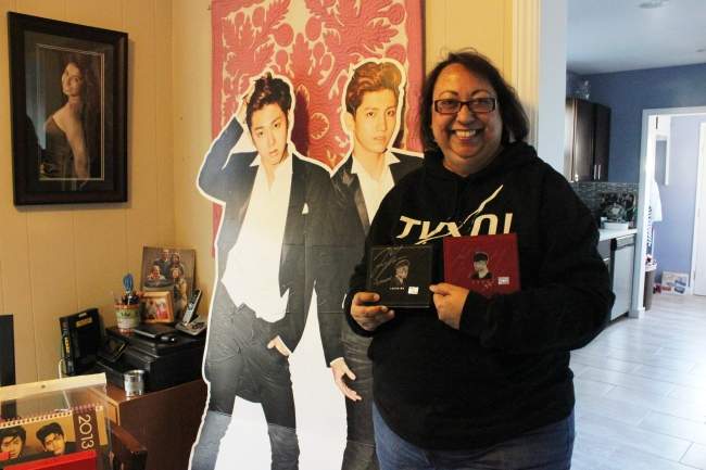 Katherine Kokenes, a big fan of TVXQ, has battled breast cancer by devoting her positive energy into herself, family and K-pop. (K-Herald)