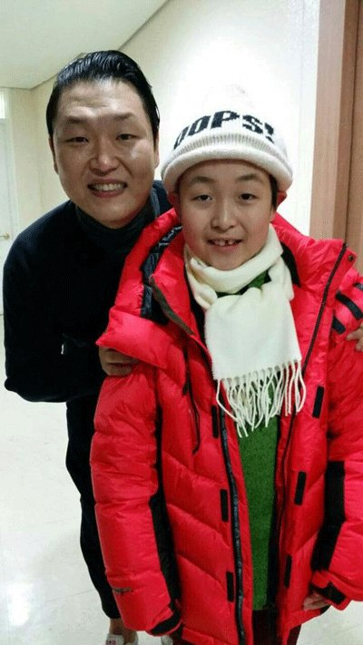 Jeon Min-woo with Psy (Yonhap)