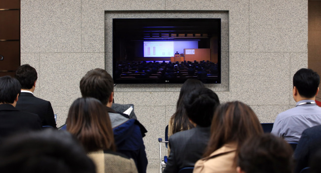 LG Electronics' shareholders meeting is shown on a TV screen at the company's Seoul headquarters in Yeouido, western Seoul, on Thursday. (Yonhap)