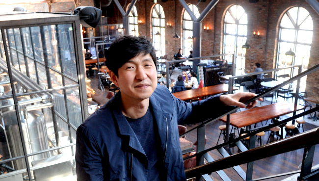 Jung Sung-gyu, chief executive and creative director of The Square Design Co. Ltd., poses at the brewpub Devil's Door which opened in Central City, southern Seoul, in November. (Park Hyun-koo/The Korea Herald)