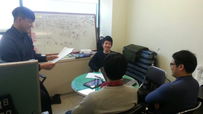 Han Min-jin (left) and his team hold a meeting in Byit's office. (Byit)