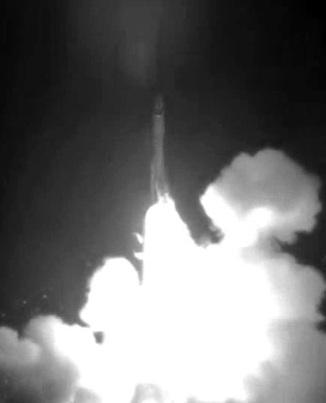The Korea Multipurpose Satellite-3A lifts off from the Yasny launch base in Russia on Thursday. (Yonhap)