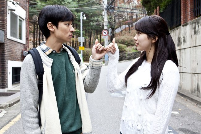 "Actress and pop star Suzy (right) and actor Lee Je-hoon appear in the film ""Architecture 101,"" produced by Myung Films. (Lotte Entertainment)"