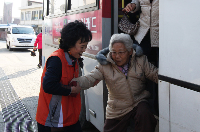 The elderly are more vulnerable to chronic pain. (Yonhap)