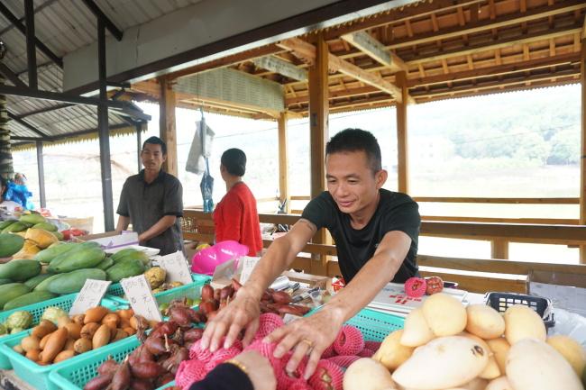The street market at the Mandiu Village