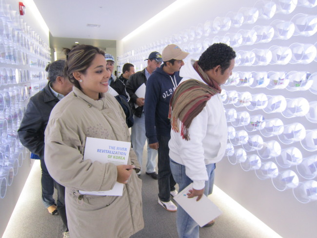 Guatemalan trainees look at installations during a field trip to Baekje Reservoir, located in the middle of the Baekma River, which runs through Buyeo County in South Chungcheong Province. (K-water)