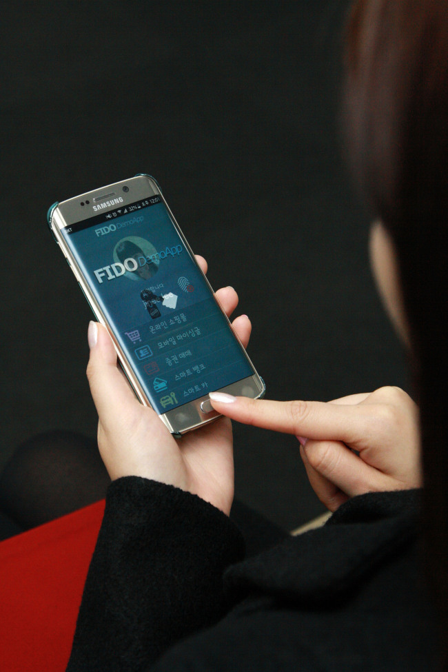 A woman uses the Samsung SDS' biometric identification with Samsung Electronics' Galaxy S6 Edge on Monday. (Samsung SDS)