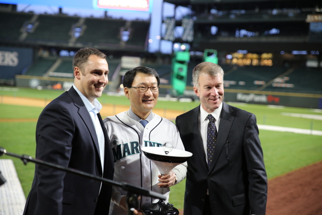 KMW CEO Kim Duk-yong (center) poses at Safeco Field in Seattle.